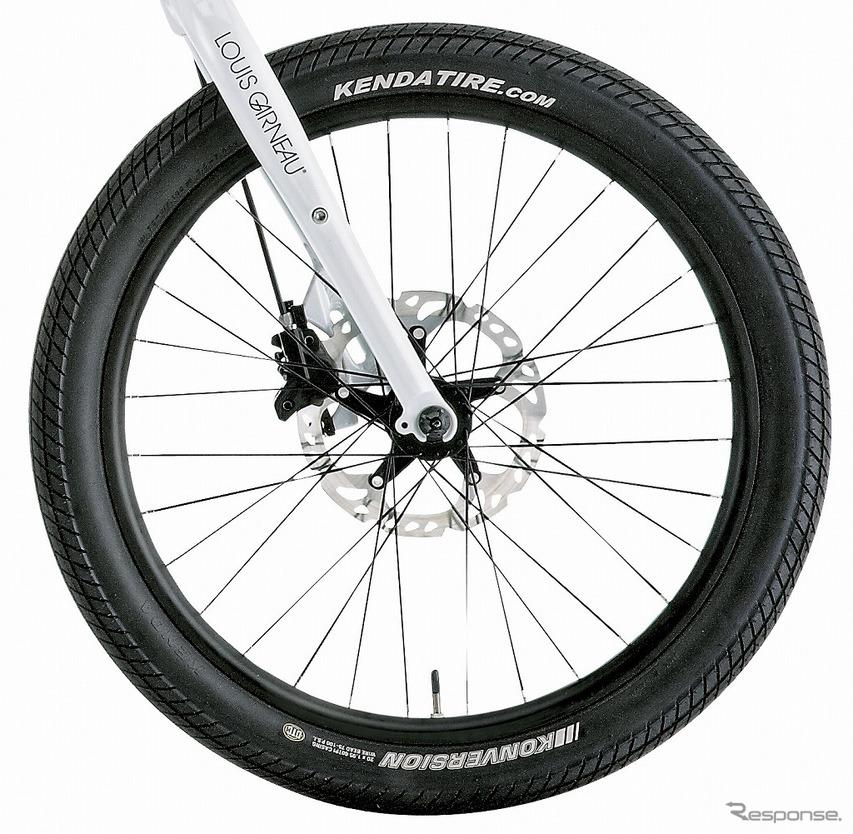 """クッション性とグリップ力を兼ね備えた20""""×1.95""""の小径タイヤを採用"""