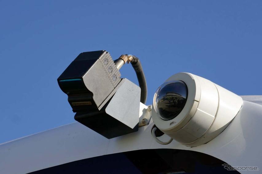 周囲監視用のカメラを装着(前部)