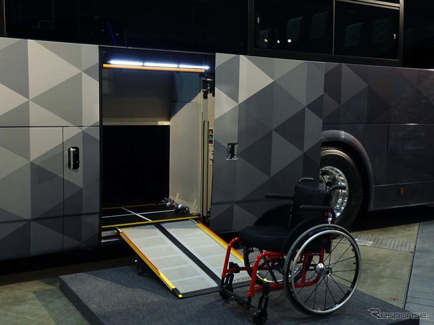 エアロエース車いす用のエレベーター機能は、後付けで別会社が取り付ける