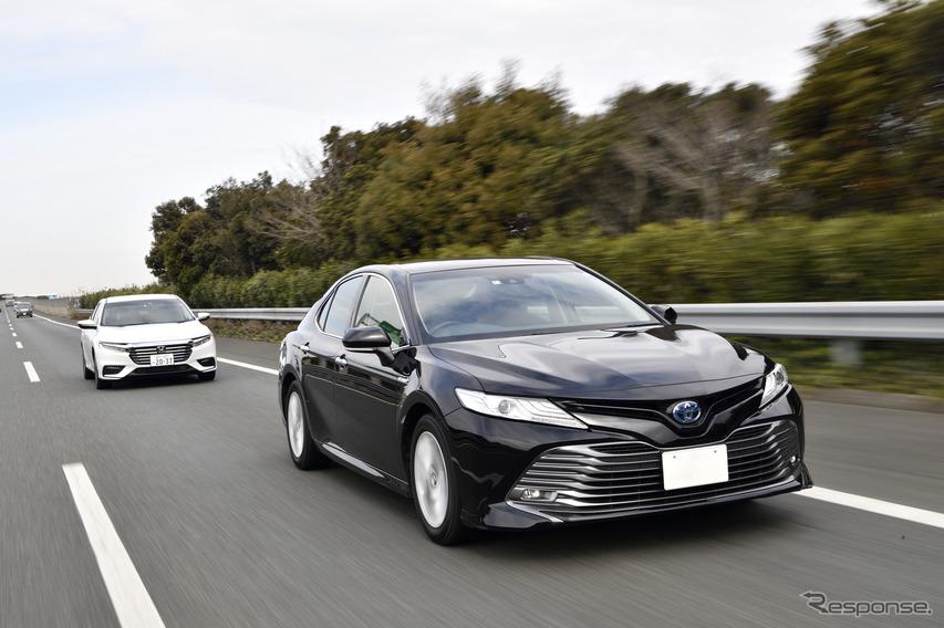 トヨタ カムリとホンダ インサイト