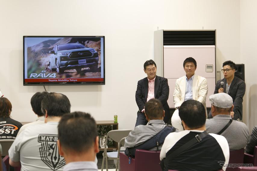 RAV4チームエンジニア佐伯禎一氏(左)、寺田昌弘選手(中)、清水宏保選手(右)