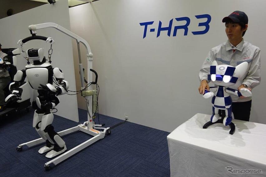 トヨタ マスコットロボット(右)とT-HR3の連携