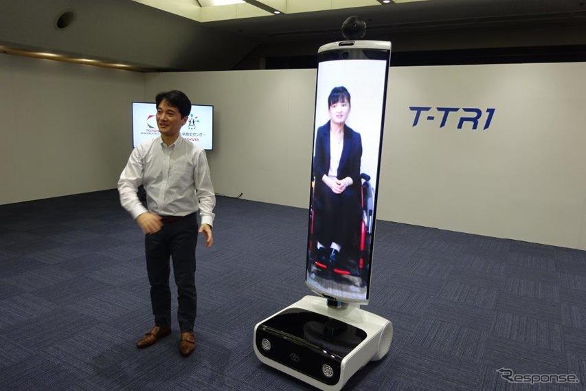 遠隔地間コミュニケーションサポートロボットのT-TR1