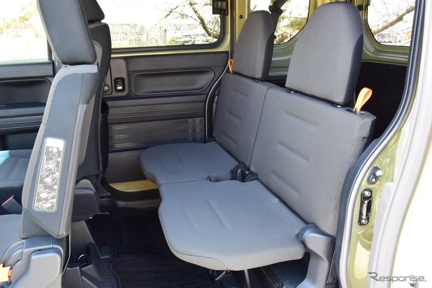 リアシートのスペースは狭くはないが、シートクッションは薄く、あくまでエマージェンシー。