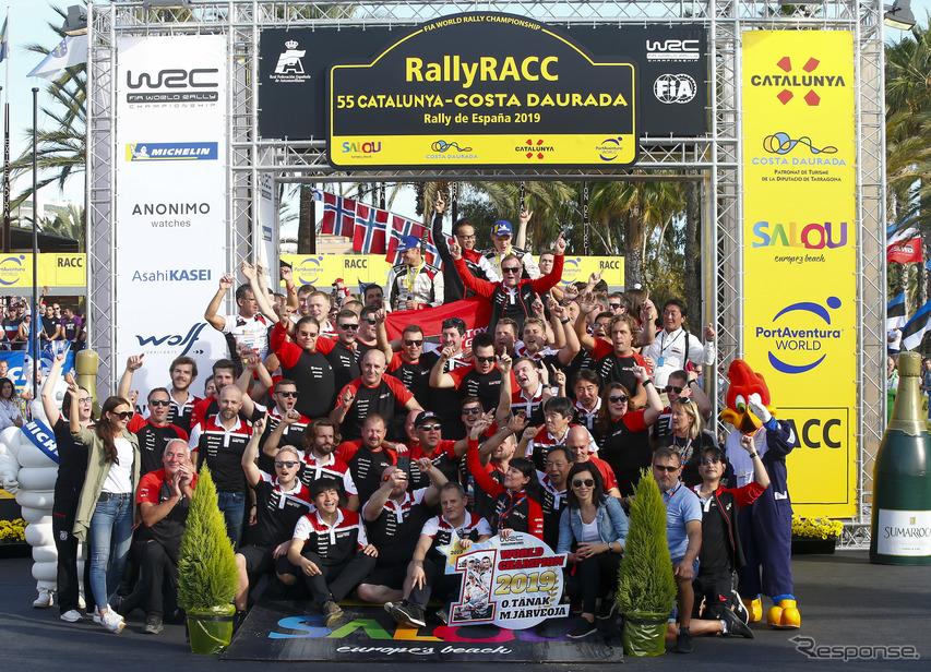 ドライバー&コ・ドライバータイトル獲得決定を喜ぶトヨタ陣営(写真は今季第13戦スペイン)。