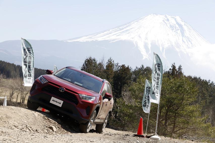 トヨタ RAV4、曲げるための4WDシステムを評価…桂伸一【日本カーオブザイヤー2019-2020】