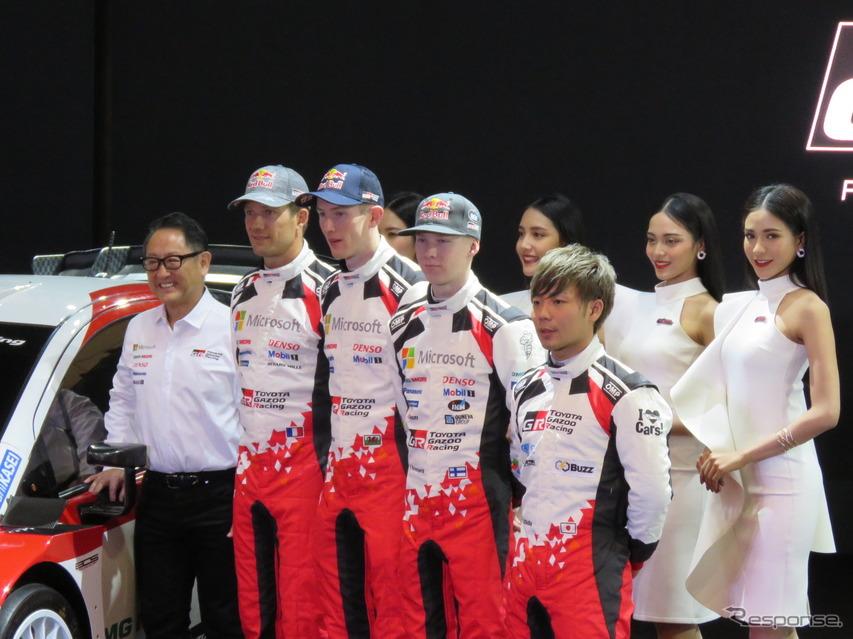 豊田社長とドライバー陣。前列左から豊田社長、オジェ、エバンス、ロバンペラ、勝田。