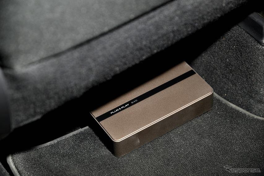 シート下にプラグアンドプレイDSP640がフロントシート下に設置