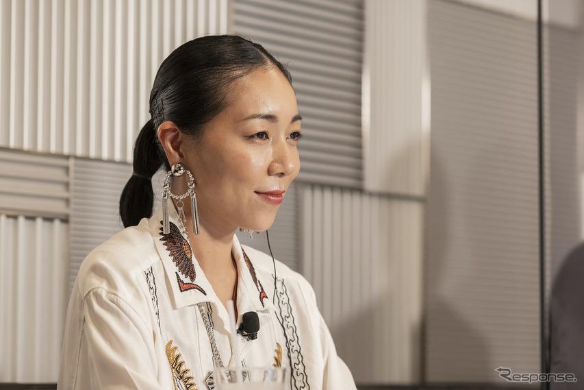 安藤桃子氏
