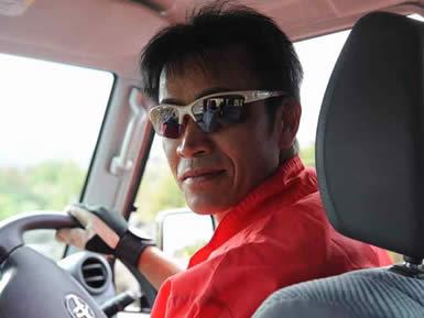 運転の指導をいただいた説明員の鈴木さん。