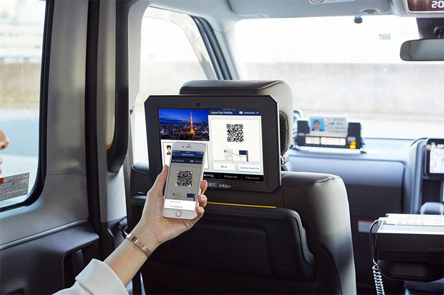 「JapanTaxi Wallet」を使えばQRコードを読み取るだけでその乗車の支払いを移動している最中に決済できる