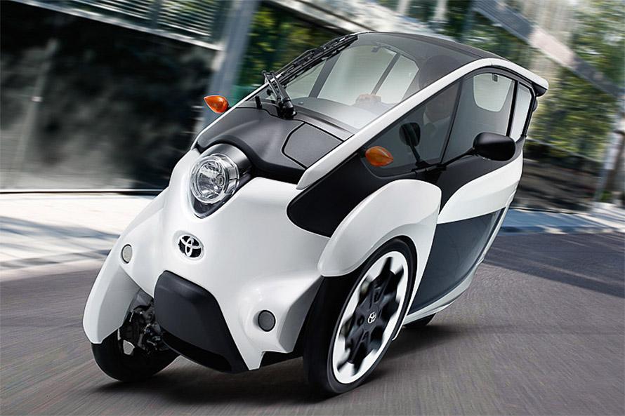 3輪のi-ROADは都内で5台のレア車両。後輪操舵で、バイクのように傾けながら曲がるちょっと特殊なクルマで、乗るには講習も必要