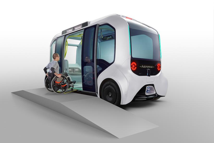 東京2020大会で使われるトヨタ「e-Palette」。自動運転で走るユニバーサルデザインの電気自動車だ