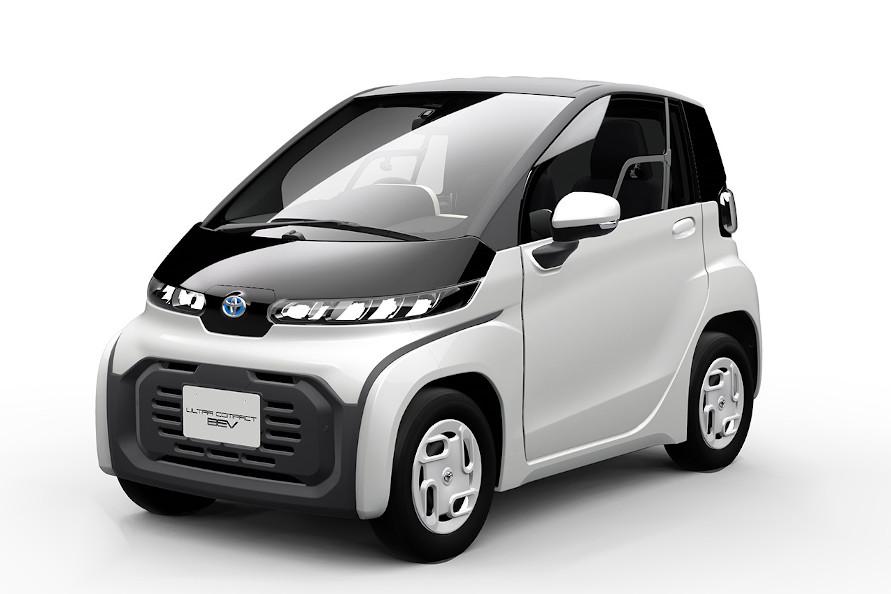 2020年冬発売予定のトヨタ「超小型EV」。普段使いの近距離利用を想定した2人乗りだ