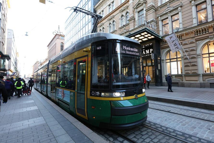 ヘルシンキ市内中心部はトラムが張り巡らされていて、移動手段の1つになっている
