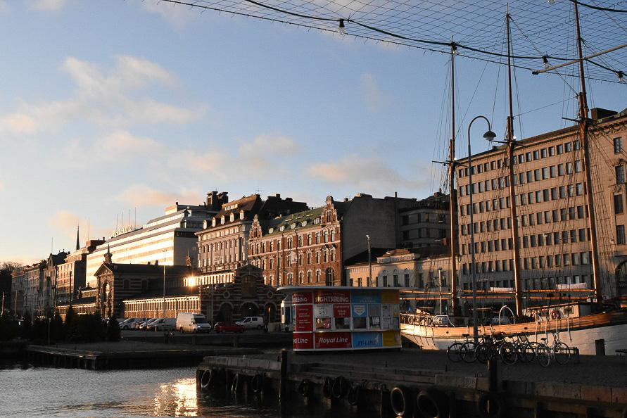 港町でもあるヘルシンキ。朝日を受ける街並みが美しい