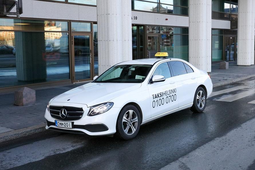 ヘルシンキ市内で見かけたタクシー車両。ドイツ御三家や東欧、北欧、日本車など、さまざまな車種がタクシーとして利用されている。