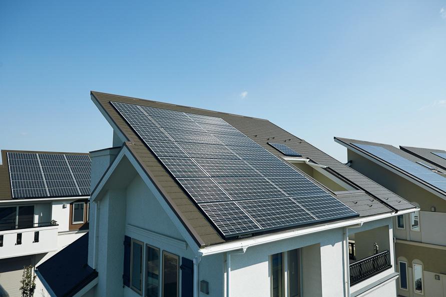 すべての戸建て住宅に太陽光発電や蓄電池、電気自動車用の充電プラグなどを備え、3日分の電力の貯蓄が可能だ