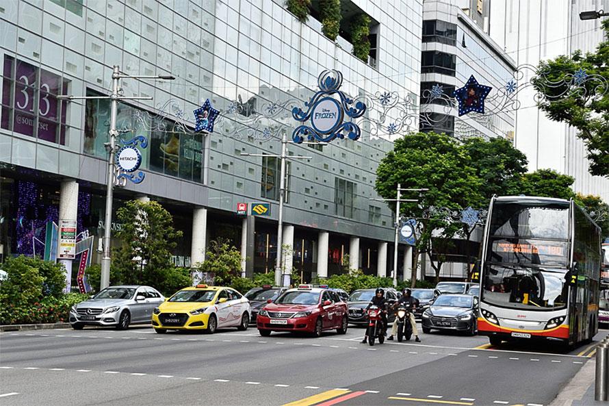 街中ではバスやタクシーが目立つが、相乗りサービスであるライドシェアを行っているクルマも多い
