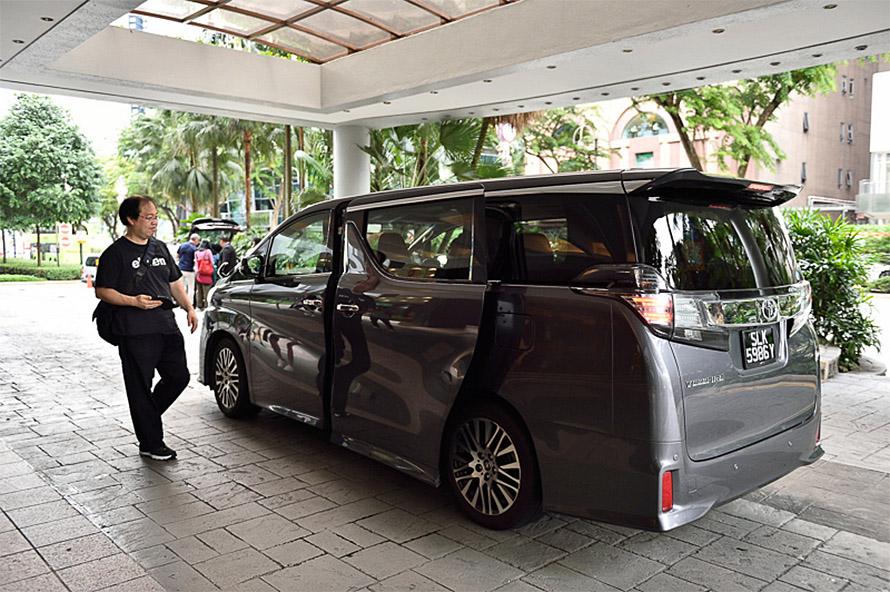 Grab Car 6-Seater Premiumではトヨタのヴェルファイアが登場