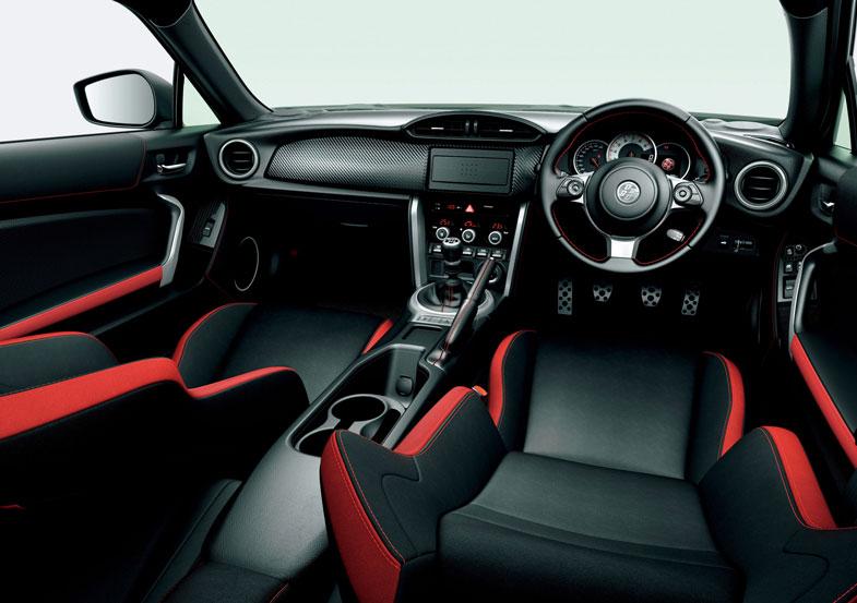 GT (内装色 : レッド&ブラック) <オプション装着車>