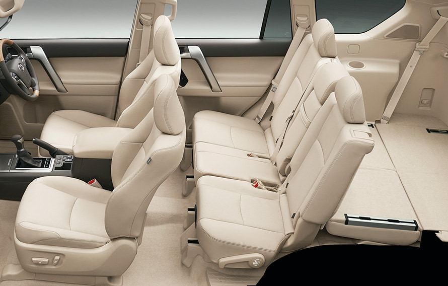 シートアレンジ (サードシート両側フロア格納状態)