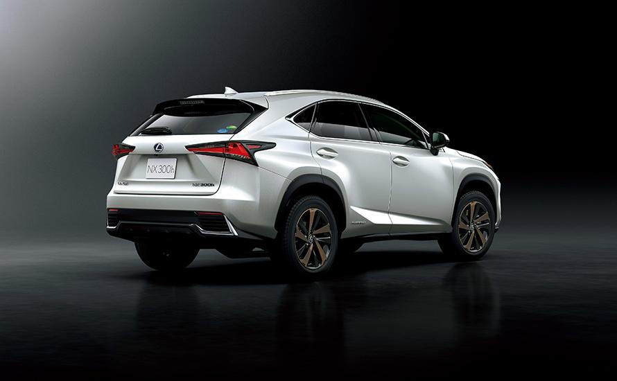 """NX300h """"version L"""" (ソニッククォーツ) <オプション装着車>"""