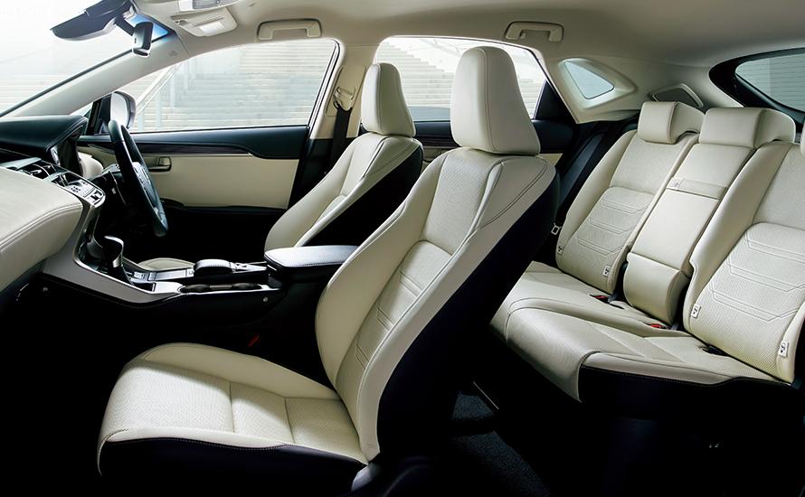 "NX300h AWD ""version L"" (インテリアカラー : リッチクリーム) <オプション装着車>"