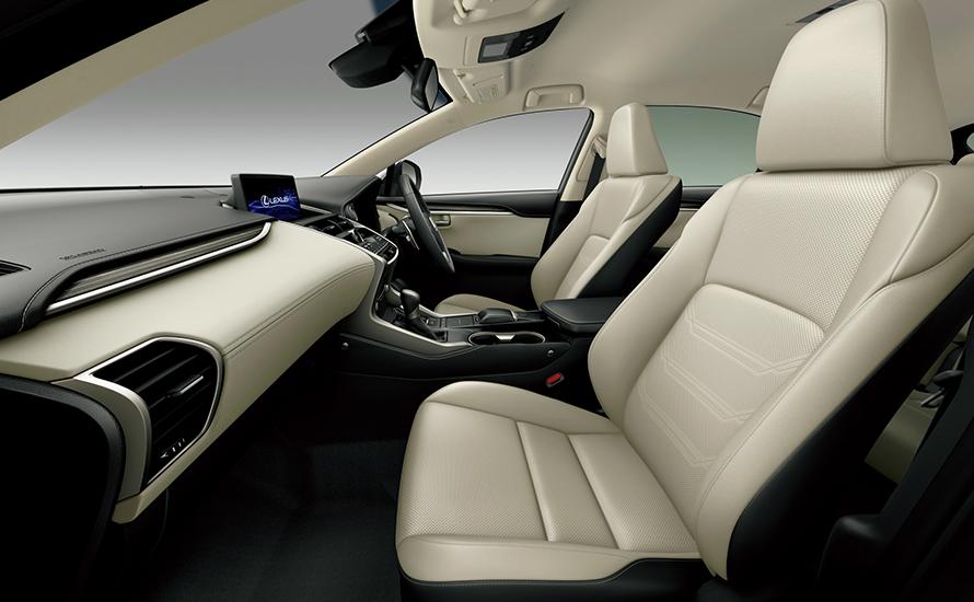 "NX300 AWD ""version L"" (インテリアカラー : リッチクリーム)"