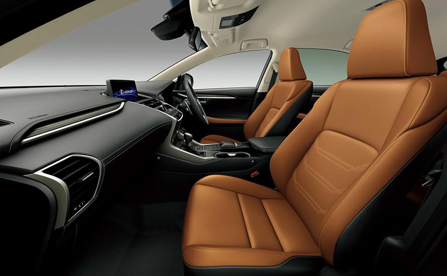 """NX300 AWD """"version L"""" (インテリアカラー : オーカー)"""