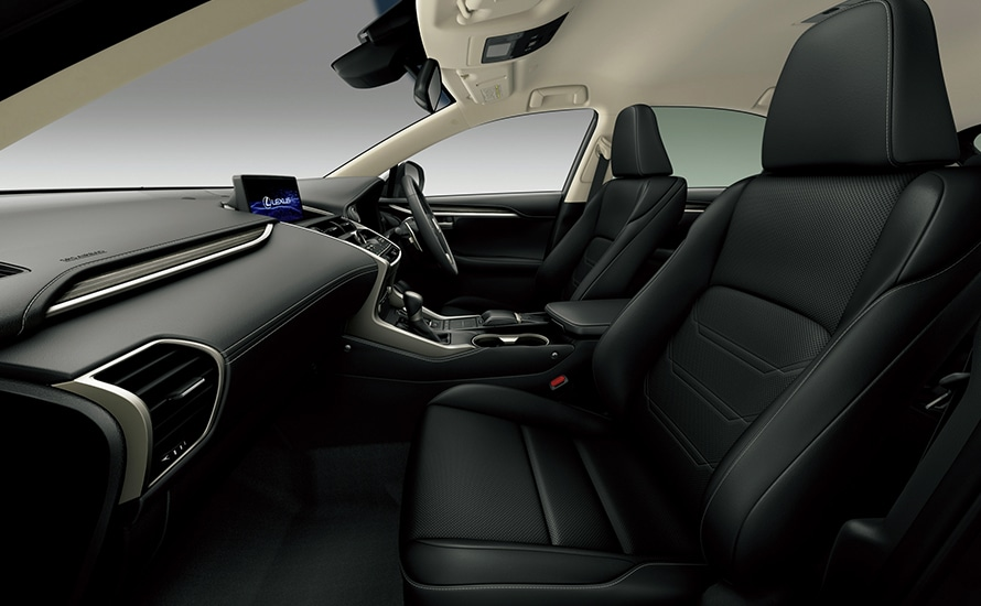 "NX300 AWD ""version L"" (インテリアカラー : ブラック)"