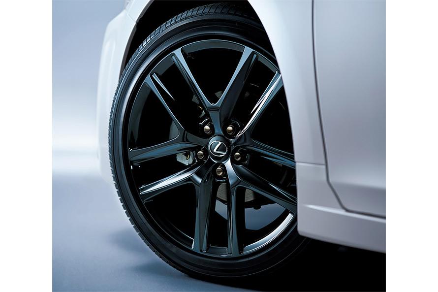 215/45R17タイヤ&アルミホイール (特別仕様車専用ブラック塗装&ブラックナット)