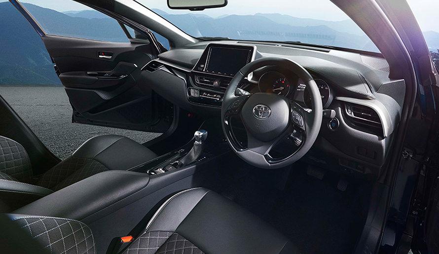 """特別仕様車 G-T""""Mode-Nero""""インストルメントパネル<オプション装着車>"""