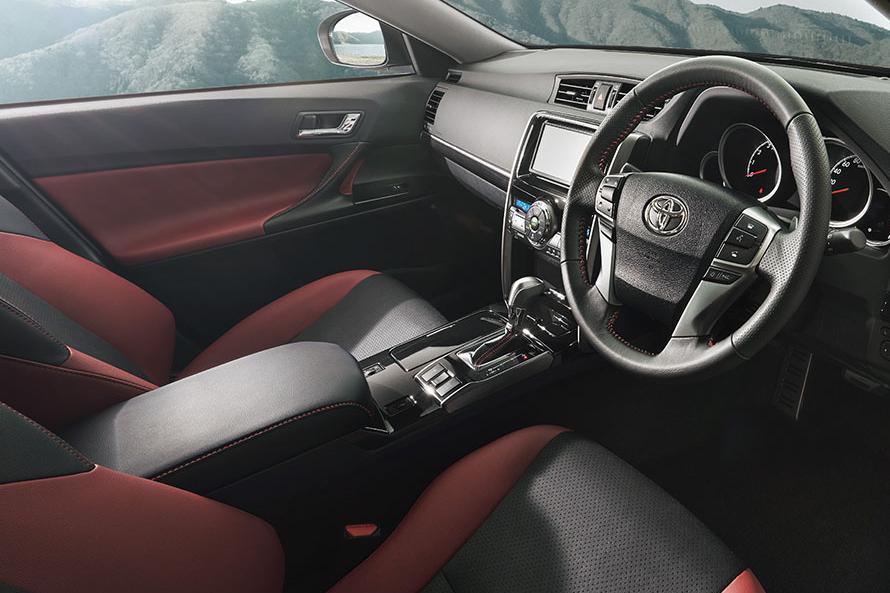 """マークX 特別仕様車 250S""""Final Edition""""(内装色:ブラック/レッド)<オプション装着車>"""