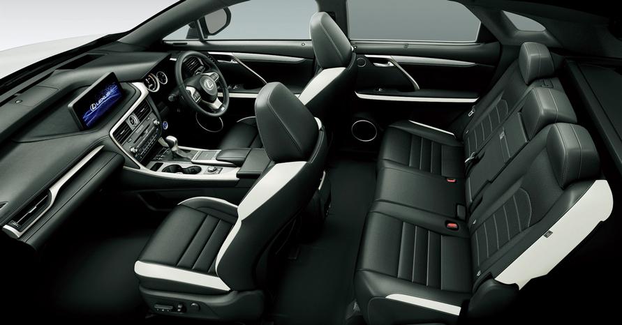 """RX450h""""version L"""" (インテリアカラー :""""F SPORT""""専用ブラック&アクセントホワイト) <オプション装着車>"""