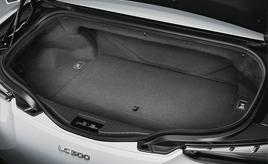 ラゲージルーム(LC500 Convertible)