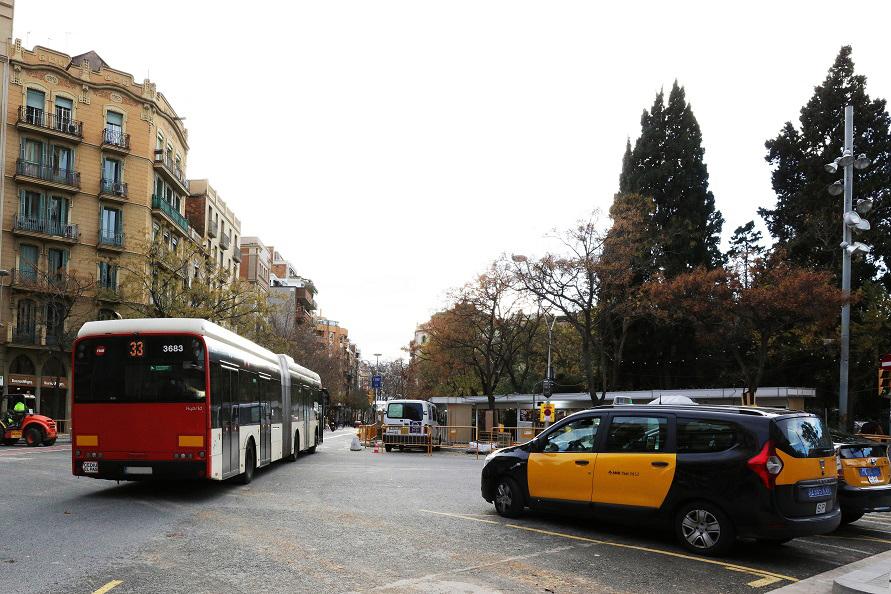 観光名所サグラダ・ファミリア周辺は、多くの連節バスが行き交っていた