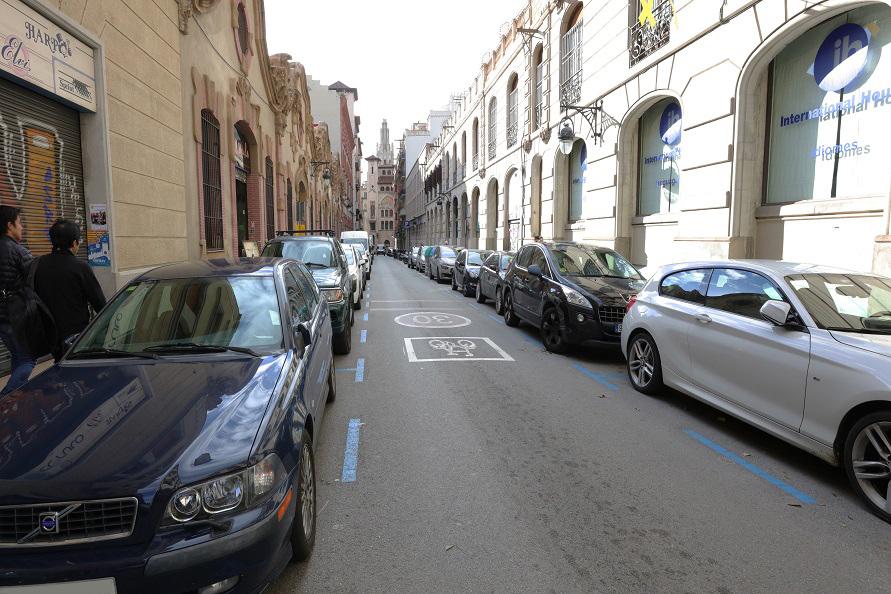 道路を活用したスマートパーキングシステムで駐車スペースを確保