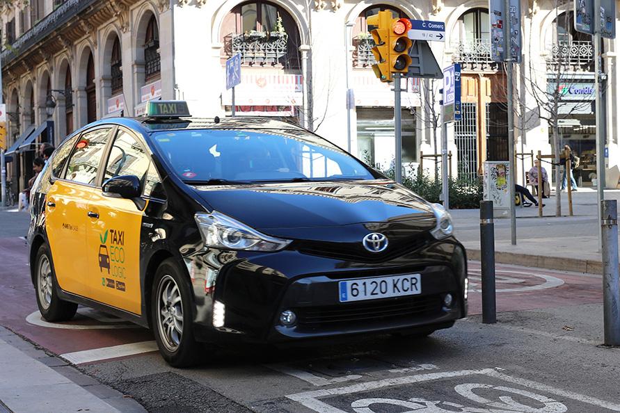 バルセロナではプリウスのタクシーを多く見かけた。日本仕様とはちょっとデザインが違う?